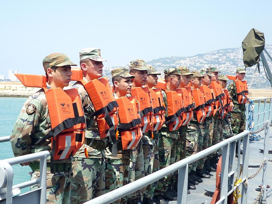 القوات البحريه اللبنانيه Mag-385-141