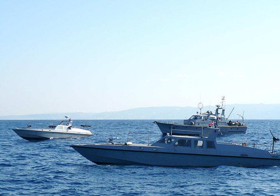 القوات البحريه اللبنانيه Mag-385-143